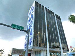 Fachada do edifício Bacardi decorada por Fernando Brennand