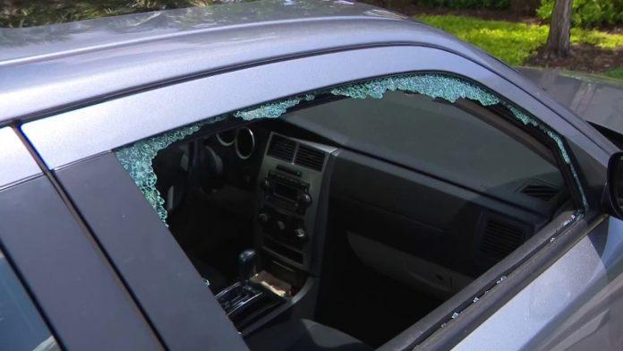 Mais de quarenta carros foram arrombados em três condomínios de Davie