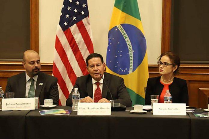 O vice-presidente Hamilton Mourão, durante evento na US Chamber, em Washington (Foto: Reprodução Twiter)