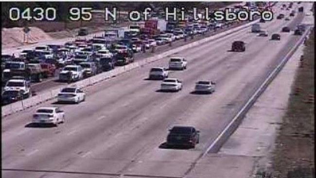 Perseguição policial para o trânsito próximo à Hillsboro Boulevard