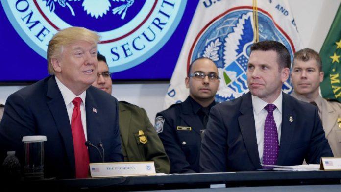 Presidente Trump em discurso no Homeland Security ao lado do commissioner Kevin McAleenan em fevereiro FOTO DHS Jetta Disco