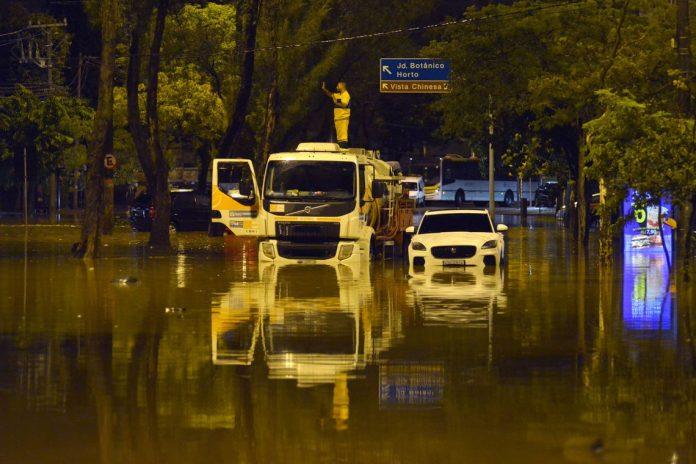 Chuvas levam caos e mortes ao RJ Foto: REUTERS Lucas Landau