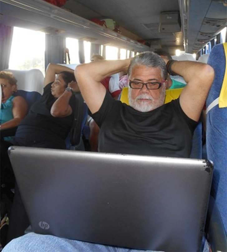 Chico Moura rodando de ônibus (Foto: chicomoura.com)