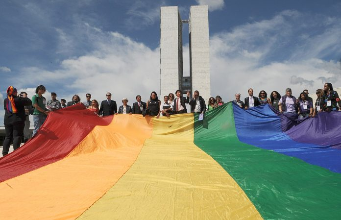 Bandeira LGBT no Congresso Nacional (Foto: Wikimedia Commons)