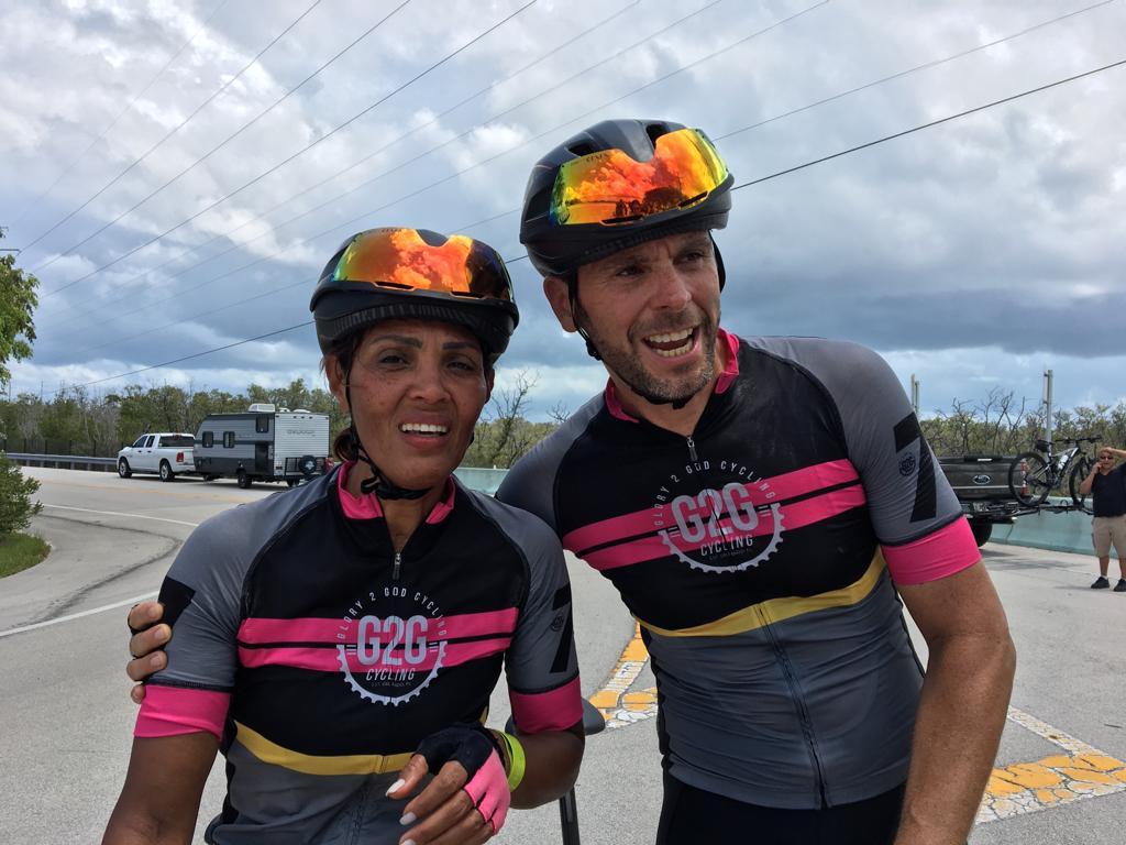 Casal 'Snail', Valdecyr e Lya Alves, chega a Key Largo depois de 331 milhas de pedal