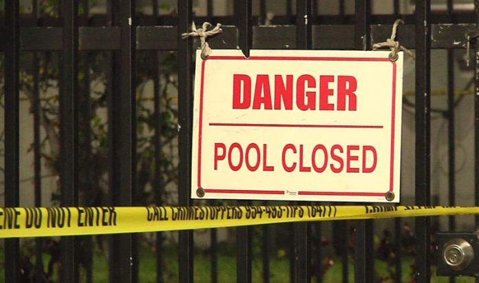 Dois meninos, de 5 e 6 anos, se afogaram e morreram em piscina na FL