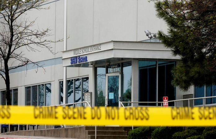 Fachada da escola onde houve tiroteio no Colorado FOTO Rick Wilking - Reuters