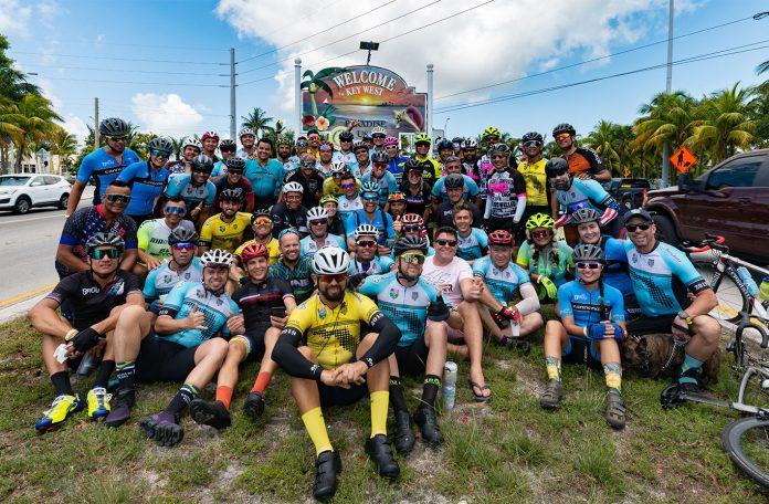 Galera do Pedal Flórida chega a Key West, destino final da aventura de 221 milhas