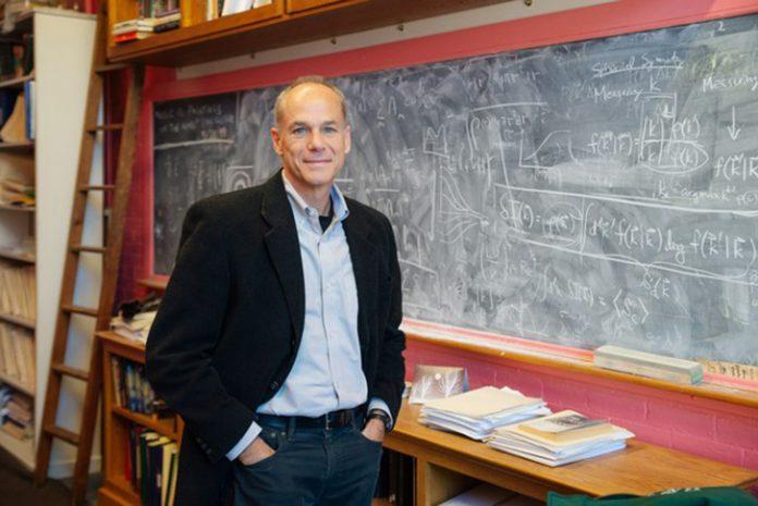 Marcelo Gleiser, vencedor do premio Templeton 2019 (Foto: Dartmouth College/Eli Burakia)