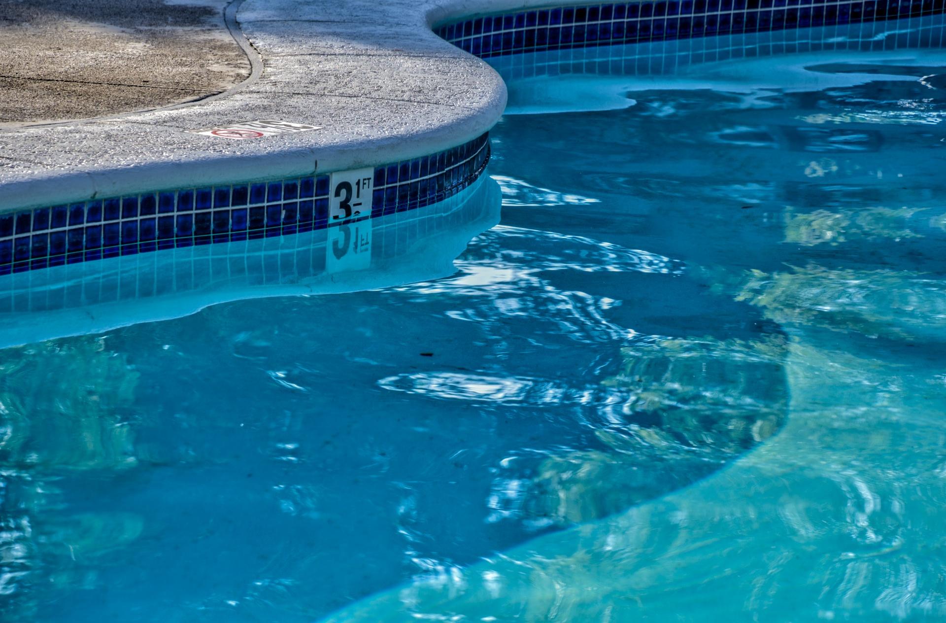 M dica alerta que piscinas t m entre 30 e 80ml de urina - The volume of water in a swimming pool ...