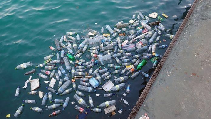 As novas regras proíbem a utilização de certos produtos descartáveis de plástico