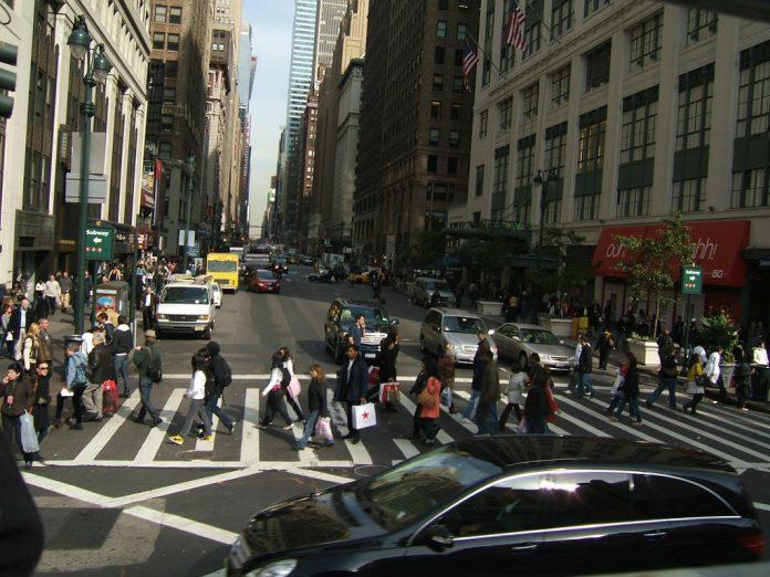 Projeto de lei quer punir pedestres distraídos (FOTO Conteúdo gratuito Creative Commons)