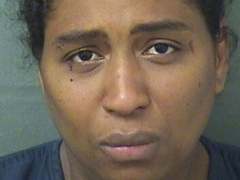 Rafaelle Sousa, 35, é acusada de abandonar sua filha em um dumpster FOTO Palm Beach County Sheriff's Office