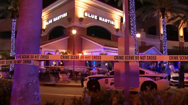 Uma pessoa morreu e duas ficaram feridas em tiroteio após briga no Blue Martini FOTO CBS