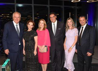 Rubens e Beatriz Menin, da MRV Engenharia, Maria Teresa e Embaixador João Mendes Pereira, e Patricia e Cássio Segura, presidente da BACCF em Miami, no Excellence Award 2019