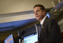 Governador de NY Andrew Cuomo sancionou lei que garante carteira de motorista para indocumentados (Foto: Marc A. Hermann / MTA New York City Transit