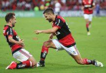 Diego e Everton Ribeiro erraram suas cobranças de pênaltis na decisão contra o Athletico-PR