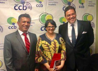 Ministra Damares Alves acompanhada do embaixador João Mendes e do presidente do CCB, Urbano Santos (Foto Facebook CCB)