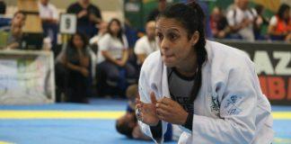 Sábatha foi barrada na entrada dos EUA e impedida de lutar o campeonato (Foto Combate- Extra - divulgação)