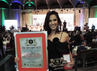 Taiara recebeu importante prêmio em SP (Foto Divulgação)