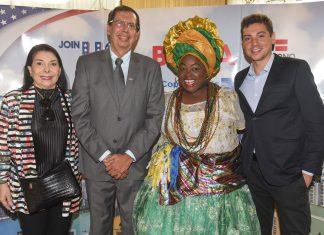 Regina Ahmed, da Bahiatursa, Benedito Braga, Subsecretario de Turismo da Bahia, Lucicleide Nascimento e Leandro Aragonez, organizador do evento (Foto: Ronira Fruhstuck)