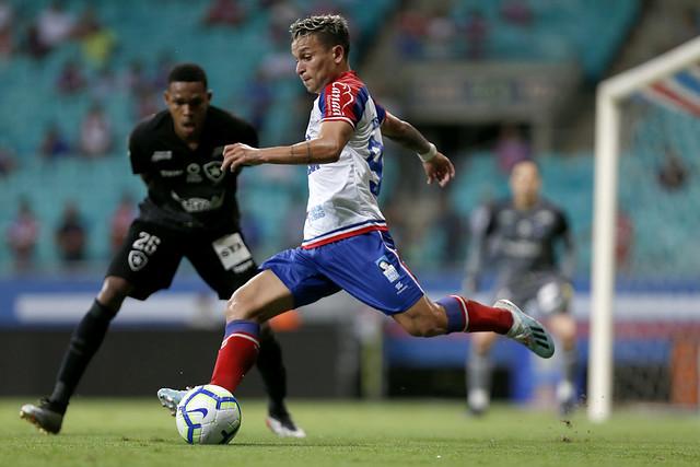 Atacante Artur infernizou a defesa do Botafogo e voltou a marcar depois de quatro meses (Foto: Felipe Oliveira)