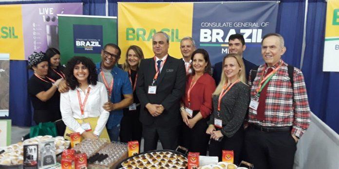 Stand do Consulado do Brasil na feira (Foto: Antonio Tozzi/AcheiUSA)