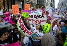 Cerca de 157 mil jovens correm risco de deportação com o fim do DACA (Foto: Craig Ruttle/AP)
