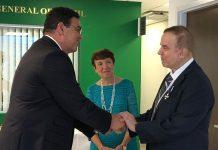 João Mendes, cônsul-geral do Brasil em Miami, e Joel Stewart (Foto: Facebook/perfil pessoal)
