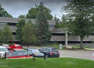 A sede da University de Farmington, no Michigan, não tinha sala de aula nem professores (Foto: Google Maps)