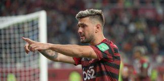 De Arrascaeta comemora seu gol que permitiu o empate contra o Al Hilal na semifinal (Foto: Alexandre Vidal/Flamengo)