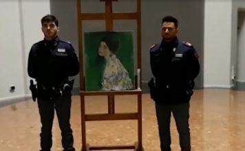 A obra de Klimt já está de volta à galeria, de onde foi tirada há 22 anos (Foto: Reprodução - TV Globo)
