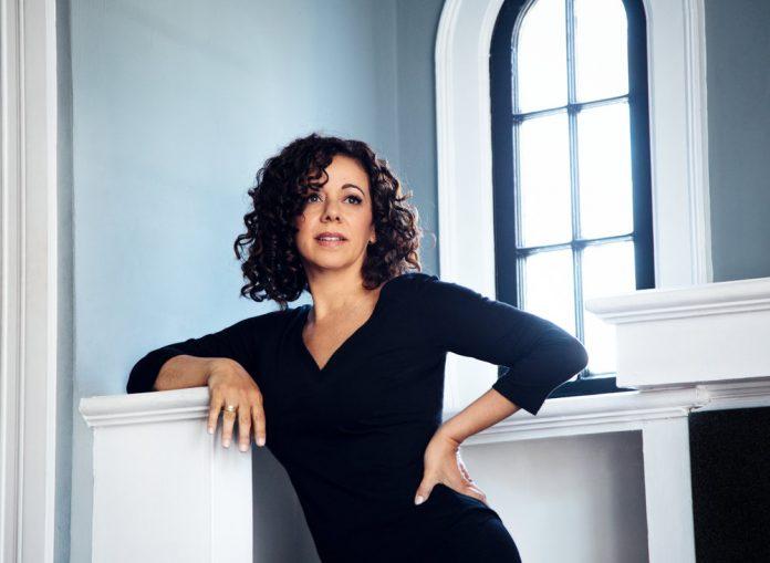"""Luciana Souza mostra seu álbum mais recente, """"Book of Longing"""", inspirado na poesia de Leonard Cohen (Foto: Divulgação/Anna Webber)"""