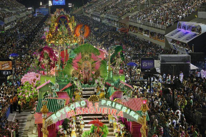 O Carnaval do Rio é considerado o 'maior espetáculo da Terra' (Foto: Marco Antonio Cavalcanti – Agência Brasil)