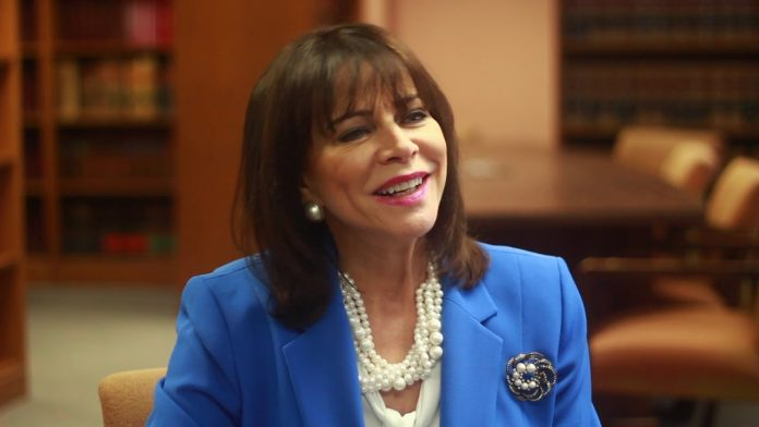 A Procuradora de Miami-Dade, Katherine Fernandez Rundle, alerta para o crescimento dos casos de tráfico sexual na região (Foto; Reprodução do Youtube)