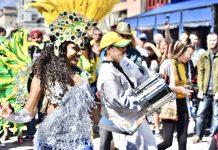 Bloco de rua em Venice celebra cultura brasileira com alegria contagiante (Foto: Claudia Passos)