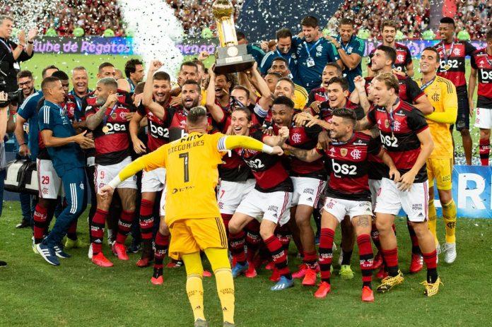Jogadores do Flamengo celebram a conquista da Recopa (Foto: Alexandre Vidal/Flamengo)