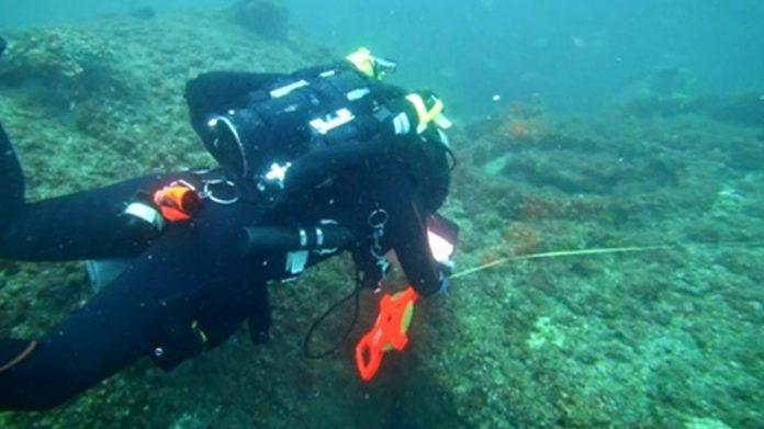 Um dos pesquisadores, na busca pelos destroços do Cotopaxi (Foto: Divulgação – Discovery)