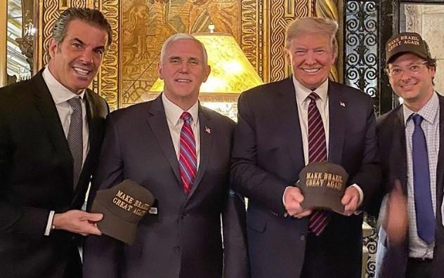 Fabio Wajngarten, à direita, está ao lado de Donald Trump, Mike Pence, vice-presidente dos EUA, e o apresentador de TV Álvaro Garnero. (Foto Reprodução Facebook)
