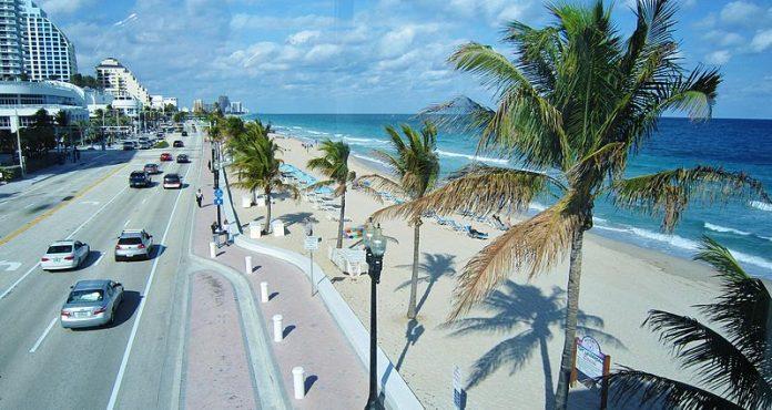 Praia de Fort Lauderdale está fechada por causa do coronavírus (Foto: Richard Mc Neil