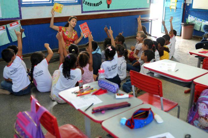 Medida determina que se retome o calendário escolar tradicional em agosto (Foto: Tony Winston/Agência Brasília)
