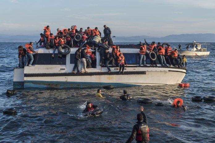 Refugiados sírios e iraquianos chegam na Grécia (Foto: Wikimedia Commons)
