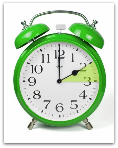 Relógios deverão ser adiantados em uma hora no domingo (8)