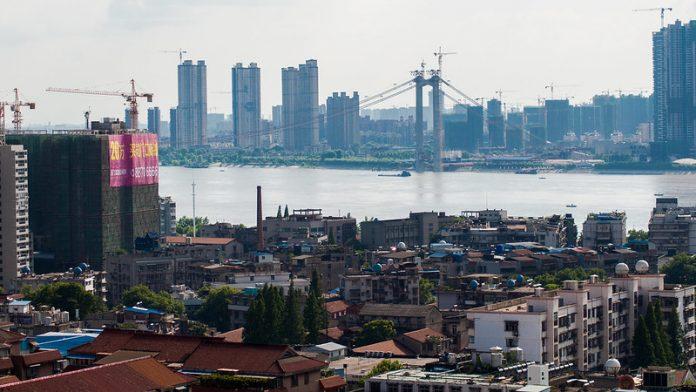 Wuhan, China, é o berço do coronavírus (Foto: Meraj Chhaya/El Gazette/Flickr)