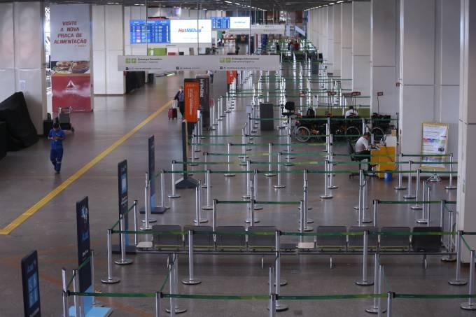 Passageiros precisam apresentar declaração de saúde e teste de covid-19 (Foto: Marcello Casal Jr/Agência Brasil)