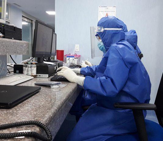 Ppelo menos 30% dos óbitos foram de médicos que estavam no grupo de risco para a doença e tinham mais de 60 anos (Foto: Pablo Jarrín/Wikimedia)