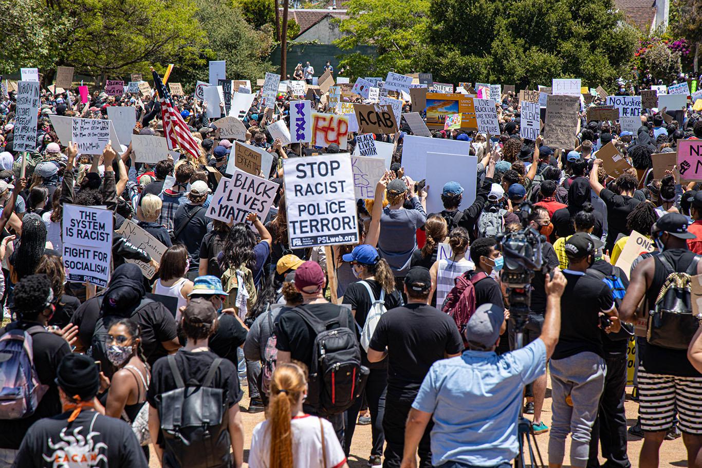 Pan Pacific Park reuniu milhares contra a brutalidade policial e racismo (Foto: Sterling Scott)