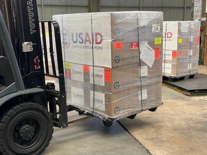 Ventiladores compactos são transferidos para Brasília (Foto: Embaixada dos EUA no Brasil)