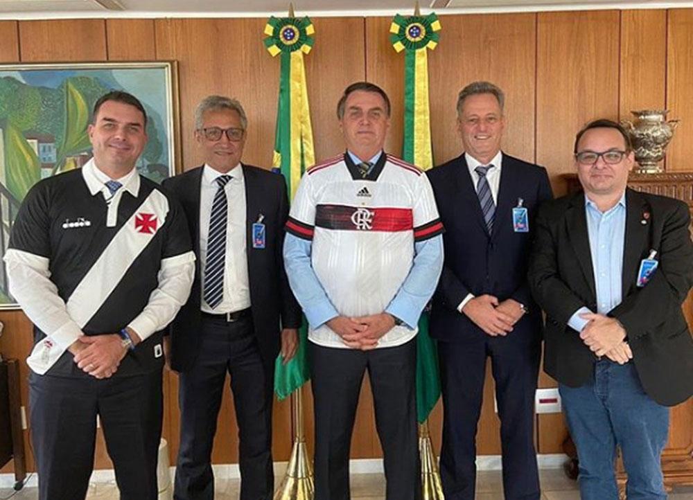 Presidentes de Flamengo e Vasco com Bolsonaro em busca de apoio da retomada do futebol no Rio