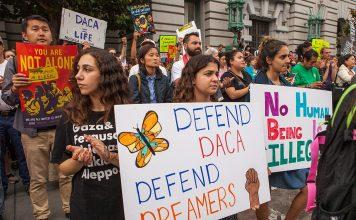 Dreamers estão preocupados com possível nova investida de Trump contra o DACA (foto: Funcrunch.org)